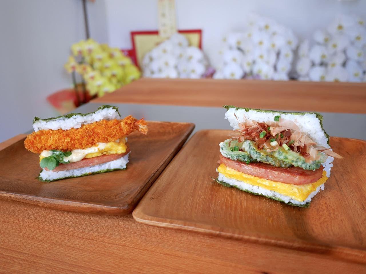 朝食は沖縄のソウルフード「ポークたまごおにぎり」を堪能
