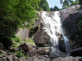 連続する巨大な壁に進撃しよう 〜田立の滝(長野県南木曽町)