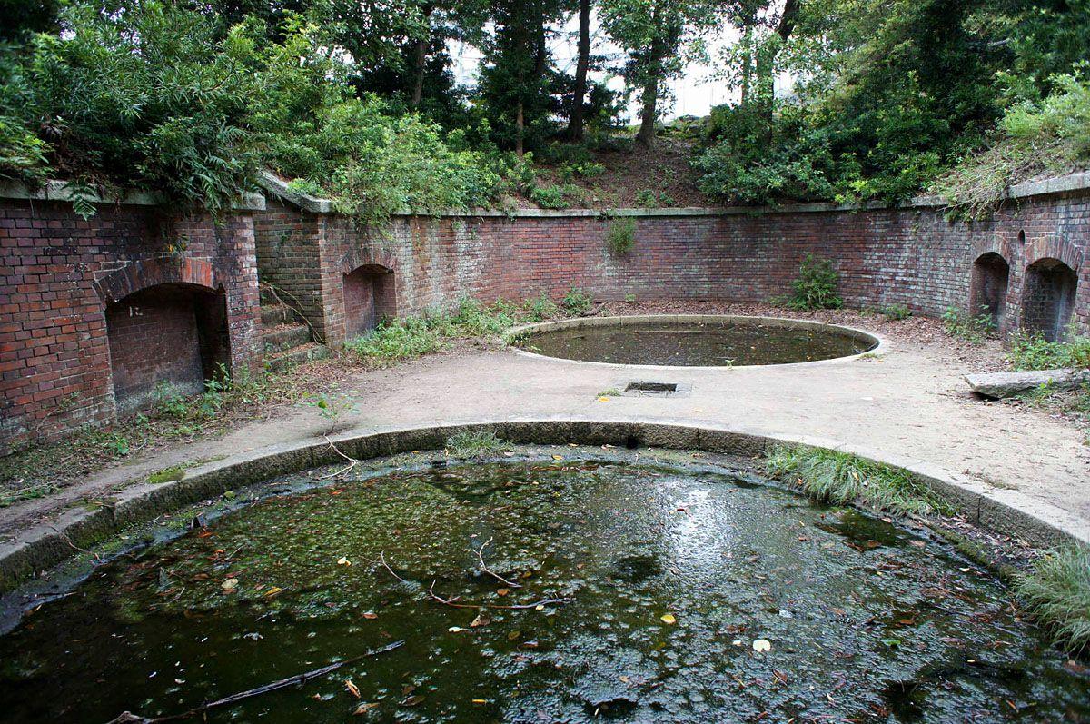 庭園のような砲台の台座跡