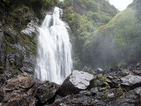 日本に残る秘境、大瀑布の絶景を独り占めする旅 〜千尋の滝(奈良県上北山村)