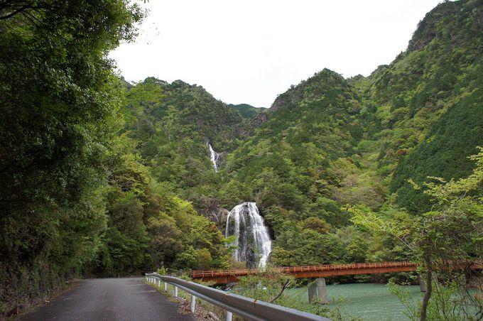 二つの滝が同時に見れる絶景ポイント「銚子滝」「不動滝」