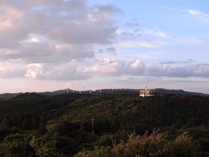 32基の風車群が立ち並ぶ