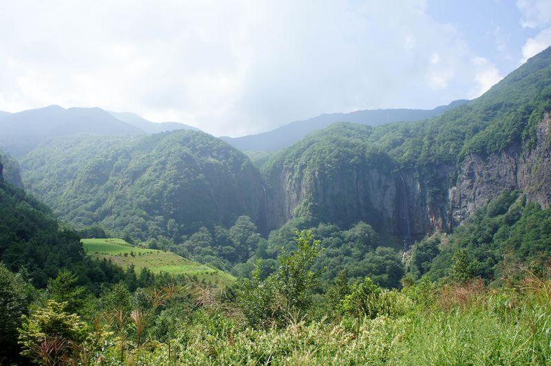 気分は秘境探検!大絶壁にかかる2つの滝「米子大瀑布」(長野県須坂市)