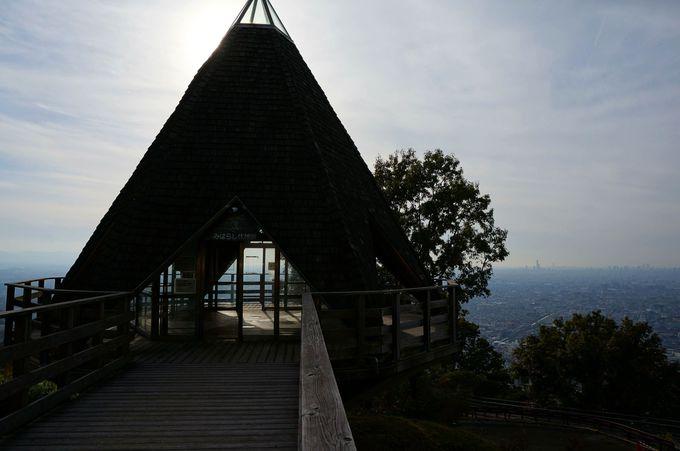 三角形の建物が目印「みはらし展望台」