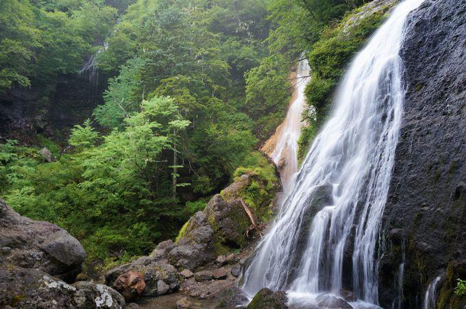 3本の滝を同時に見ることができる日本の滝百選「三本滝」