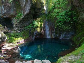 青と緑の絶景スポット!栃木の秘境「おしらじの滝とスッカン沢」