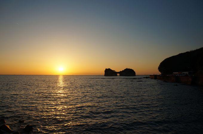 夕日が落ちる前にたどり着きたい「円月島」