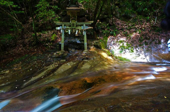 龍鎮の滝は信仰の対象にも