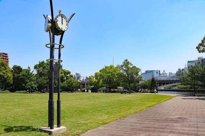 ウォーキングで疲れたら?「先っちょ」の芝生広場でしばし休憩