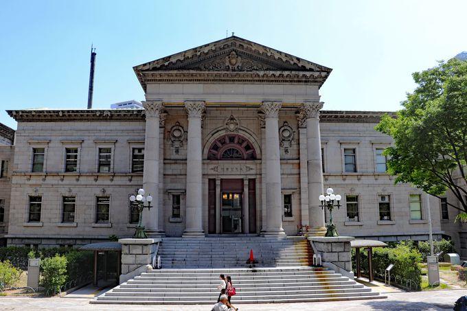 並び立つ中之島の「顔」、モダンな中央公会堂と重厚な中之島図書館