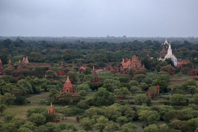 ミャンマー観光では欠かせない仏塔
