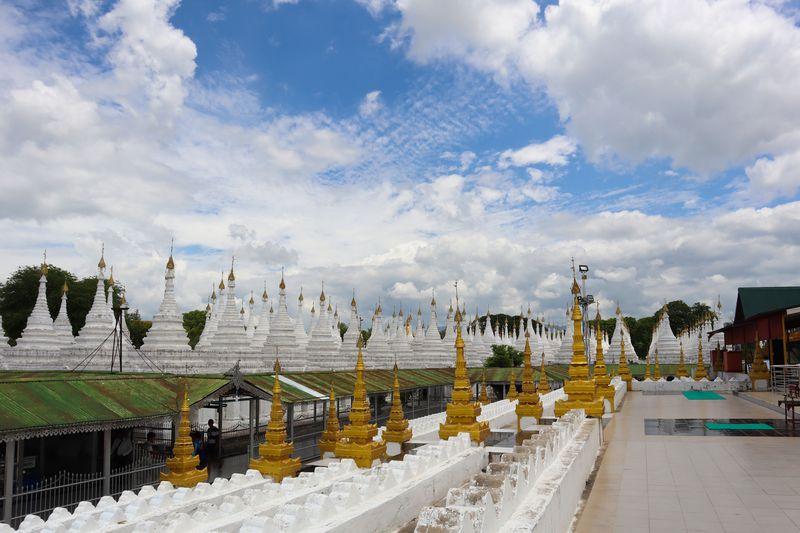 マンダレーのおすすめ観光スポット7選 美しい仏塔に王宮も!