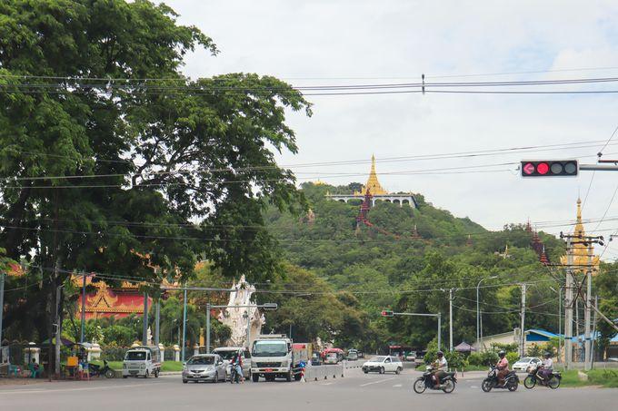 ミャンマーの人々にとっては神聖な丘