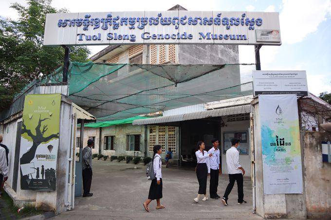 午前:カンボジアの悲しい歴史と向き合う