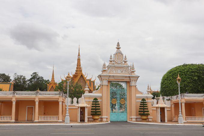 午後:国王が暮らす王宮の敷地内を見学