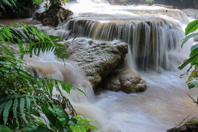 午前:クアンシーの滝でマイナスイオンを浴びる