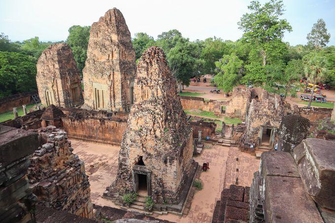 夕方:プレループ遺跡から夕焼けに染まるカンボジアの空を
