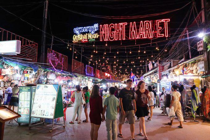 夜:1日の締めはパブストリート&ナイトマーケットで