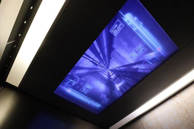 高速エレベーターであっという間に頂上へ