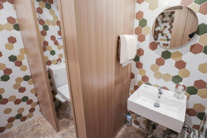 2.ベッドと洗面台のみのシンプルな客室