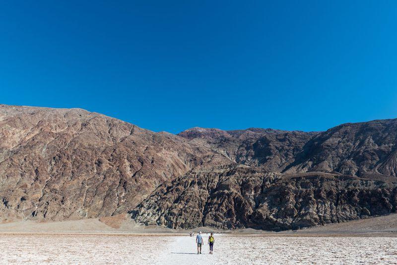 灼熱の「死の谷」荒涼とした大地デスバレー国立公園