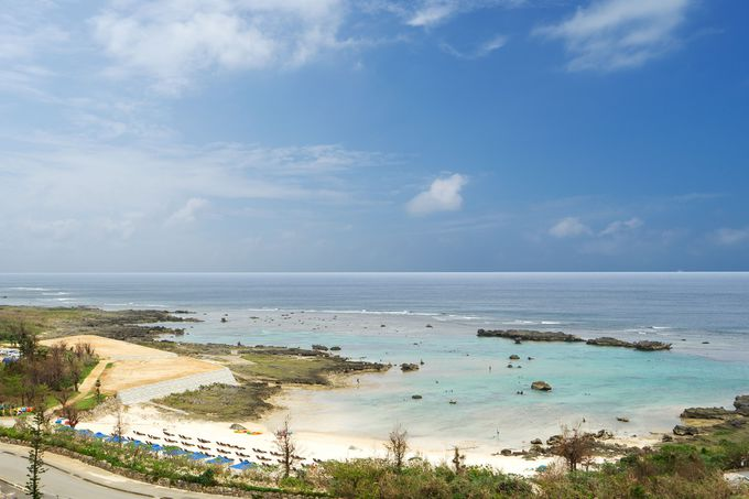 熱帯魚やウミガメに出会えるシギラビーチ前の好立地ホテル
