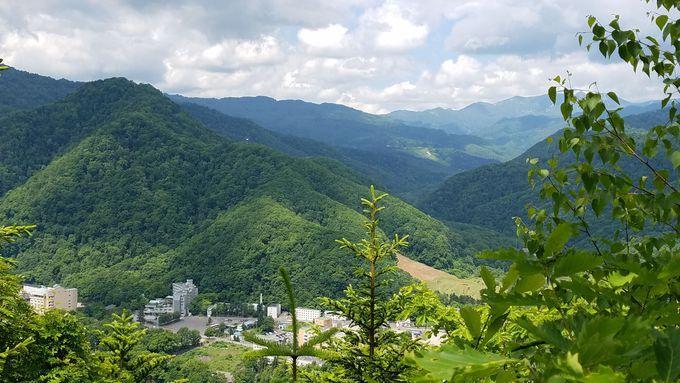 定山渓神社と夕日岳