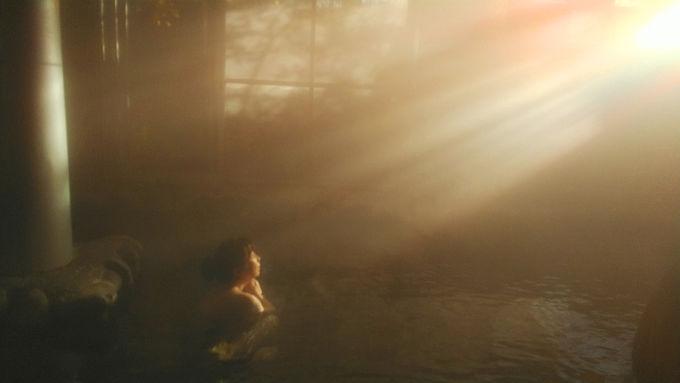 朝の光に包まれて至福の入浴