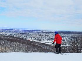 スキーも夜景も満喫!札幌藻岩山スキー場で絶景滑りを楽しむ