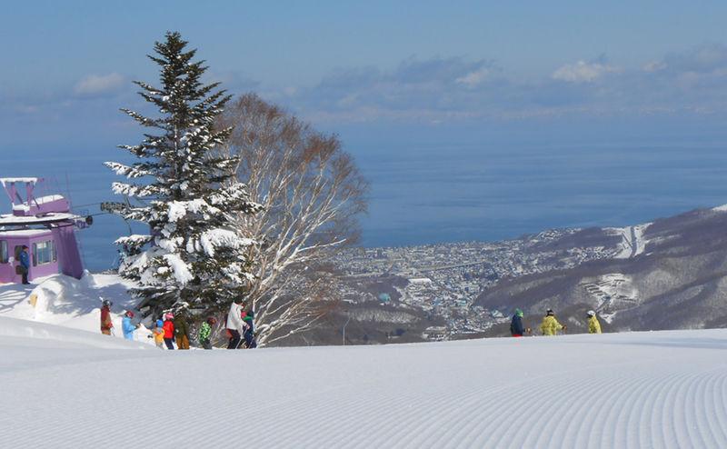 海の見えるパウダー天国!北海道「朝里川温泉スキー場」