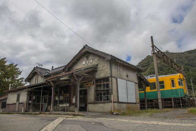 立山山麓に佇む幽玄な駅、有峰口駅