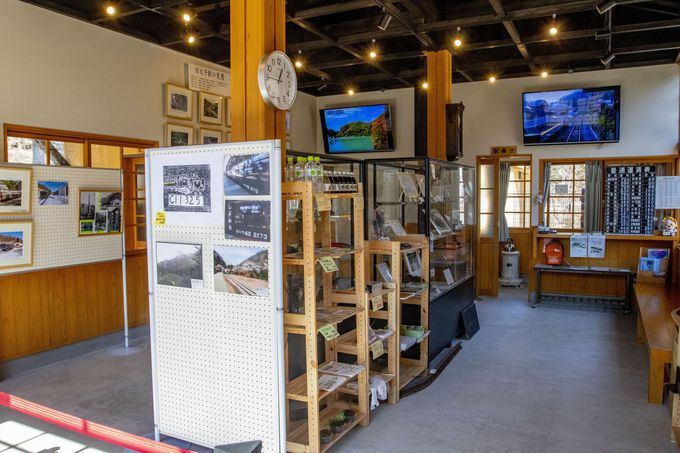 往時の姿に復元された旧太子駅舎