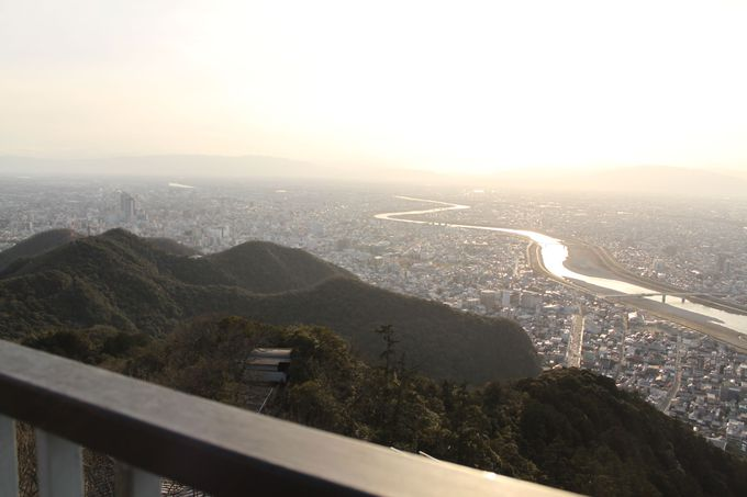 山頂からの絶景、天下統一できる気になるかも