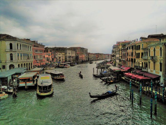 夕方:憧れのゴンドラで水の都ベネチアを巡ろう