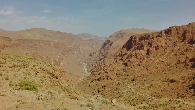 「トドラ渓谷」へ冒険トレッキング!ノマドの家族ともふれあえる
