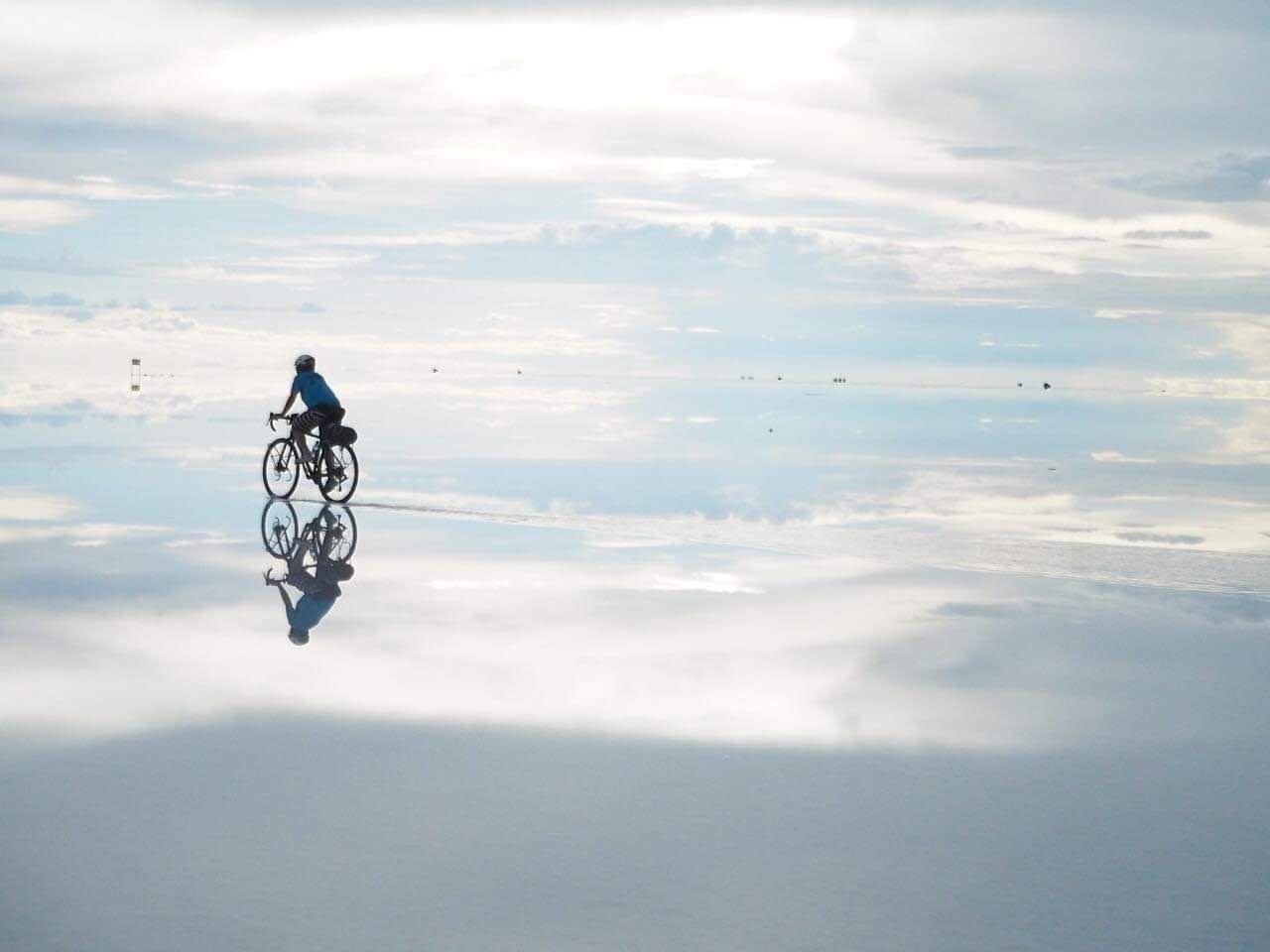 ウユニ塩湖の現地ツアーと便利な必須アイテムとは