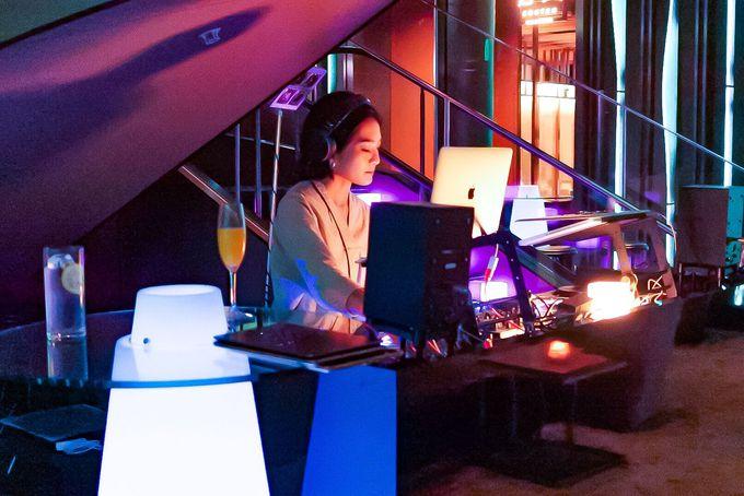 DJの高い技術がもたらす、会話も楽しめる質の高い音楽空間
