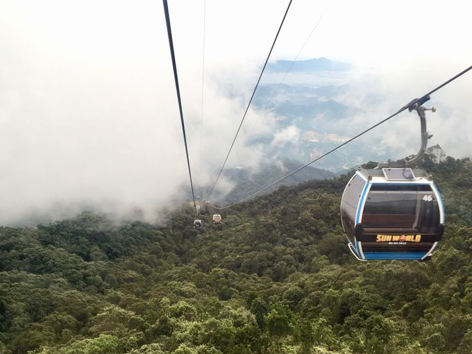 ギネス認定!世界一の高低差&長距離のロープウェイで雲を突き抜ける!