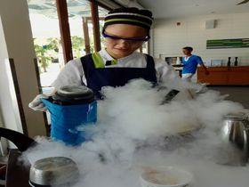 実験みたい!ダナン5つ星ホテル「プルマン」液体窒素アイスクリーム