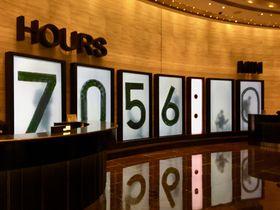 ロビーに巨大な謎の数字!マカオ「ザ カウントダウン ホテル」