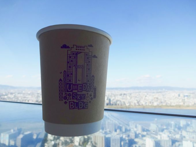 空中に浮かぶコーヒー