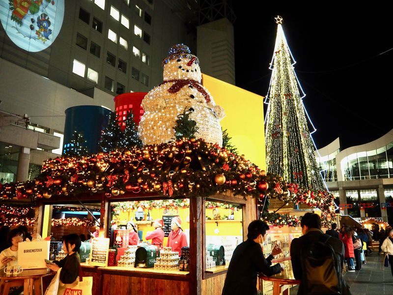 梅田スカイビルの煌めく聖夜「ドイツ・クリスマスマーケット大阪2019」