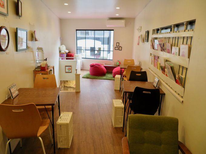 2階はカフェ兼ギャラリー