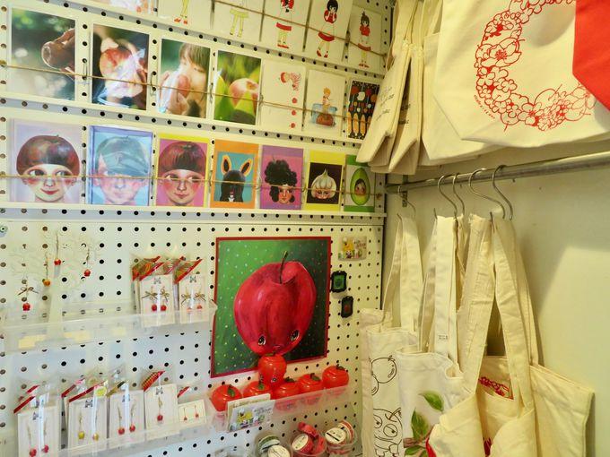 店内のどこを見てもりんごの世界