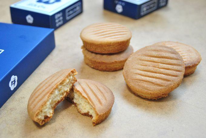 梅田のロゴ入りチーズクッキーはハズせない