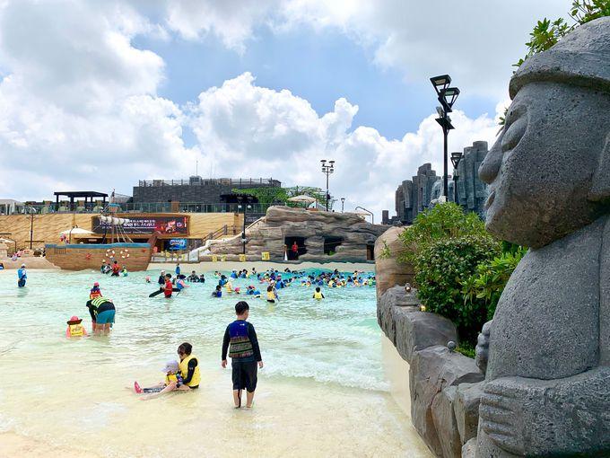 まるで済州島のビーチのようなプール