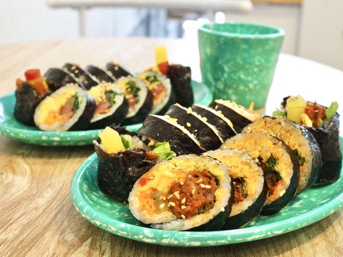レトロ食器が可愛い!絶品キンパとトッポギ「ララキンパ」