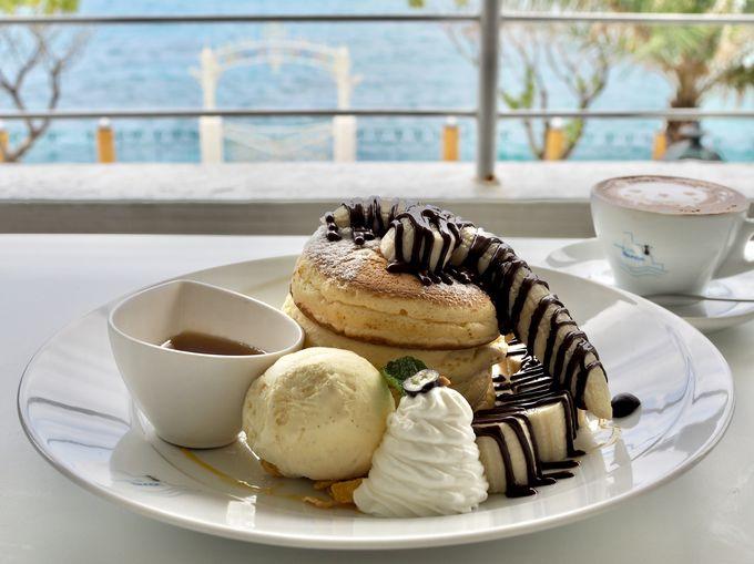 碧い海を見ながら絶品のパンケーキを「Hanon」
