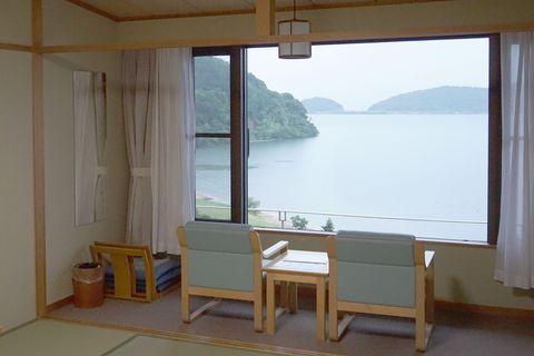 温泉と近江牛を堪能!全室琵琶湖ビューの宿「休暇村近江八幡」