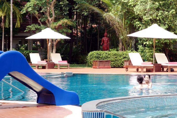 リゾート気分を盛り上げるプール